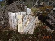 登山道脇に置かれた修行札