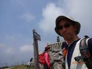 日本武尊像の手前で記念撮影