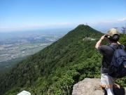 女体山から男体山と関東平野