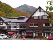 酸ヶ湯温泉から見上げる八甲田