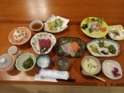 雲峰荘の自家製野菜・肉魚・山菜の夕食