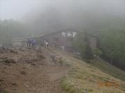 霧雨の大菩薩峠は賑やか