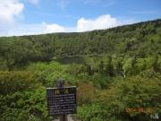 登山道途中の鏡沼