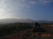 早朝の望岳台から十勝岳遠望