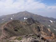 美瑛岳稜線から振り返る十勝岳