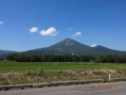 次の山に移動途中に仰ぎ見た磐梯山
