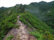 登山開始30分、ヤセ尾根を通過