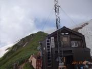 冷水の美味しい駒ノ小屋から山頂へ