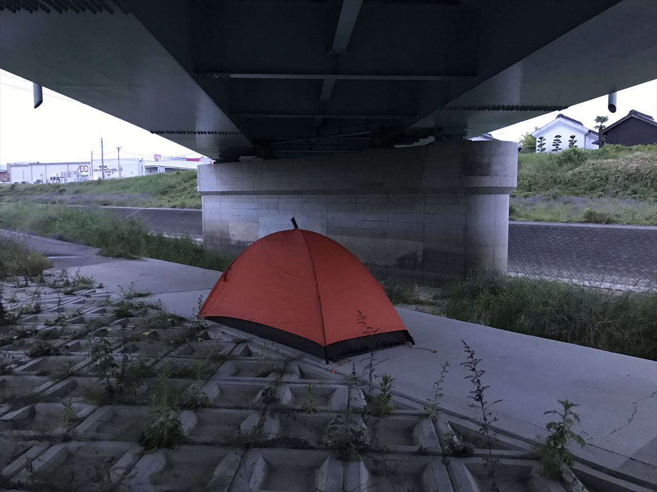 高瀬橋下野宿